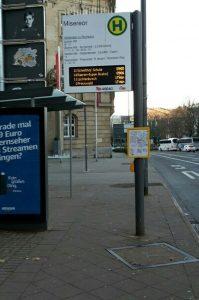 Fahrt mit dem Linienbus zum Abfahrtsort der Shuttlebusse zum Start des Winterlaufs.